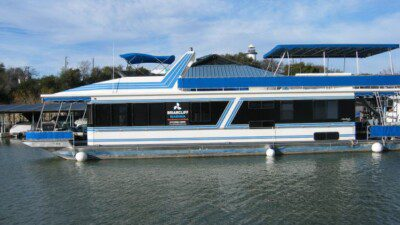 Wakeboarding, Waterskiing, and Cable Wake Parks in Briarcliff: Briarcliff Marina