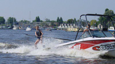 Wakeboarding, Waterskiing, and Cable Wake Parks in Loosdrecht: Dick's Waterski School